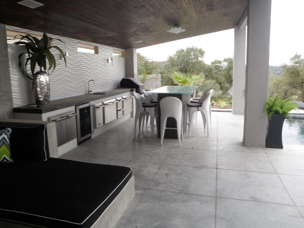 Outdoor dining and kitchens